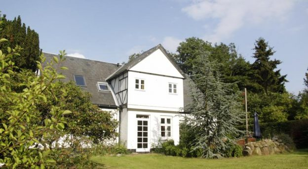 B&B Bed and Breakfast Jelling Skovlyst Bed and Breakfast Skovgade 8 7300 Midtjylland