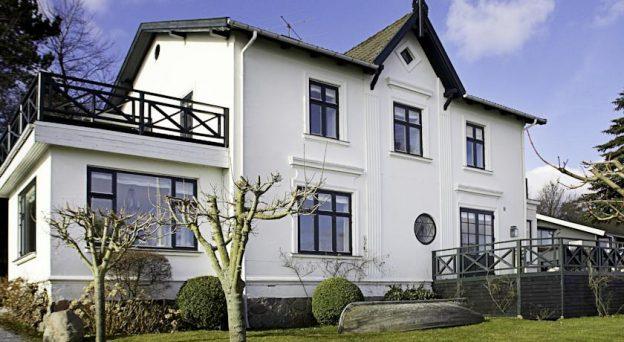 B&B Bed and Breakfast Snekkersten Villa Snekkersten Strandvejen 114A 3070 Nordsjælland
